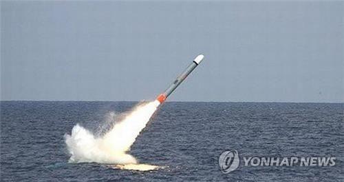 잠수함서 발사되는 토마호크 순항미사일