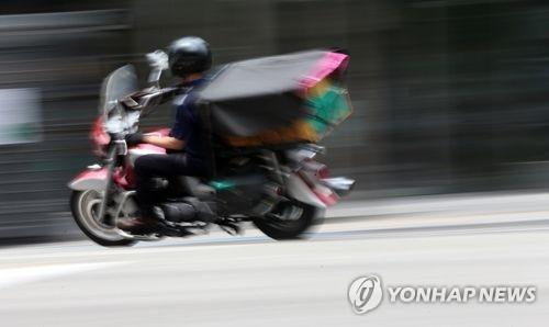 뺑소니사고 후 뒤쫓는 오토바이 일부러 들이받고 다시 줄행랑
