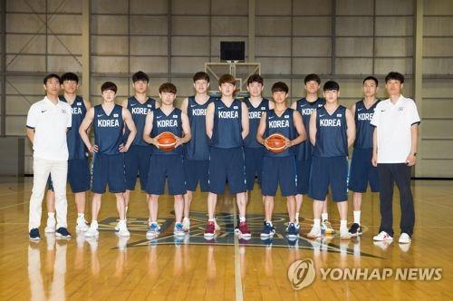 한국 유니버시아드대표팀. 맨 오른쪽이 양형석 감독.