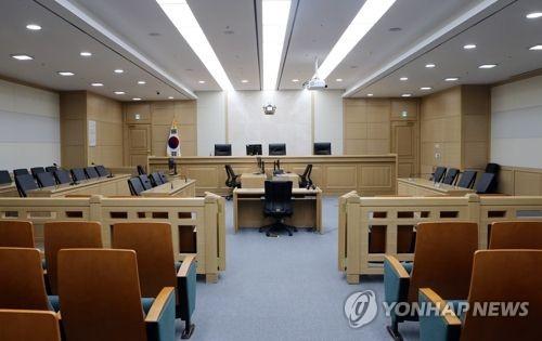 '유학기간 표기 안 한 명함 배포' 부산 사하구청장 벌금형