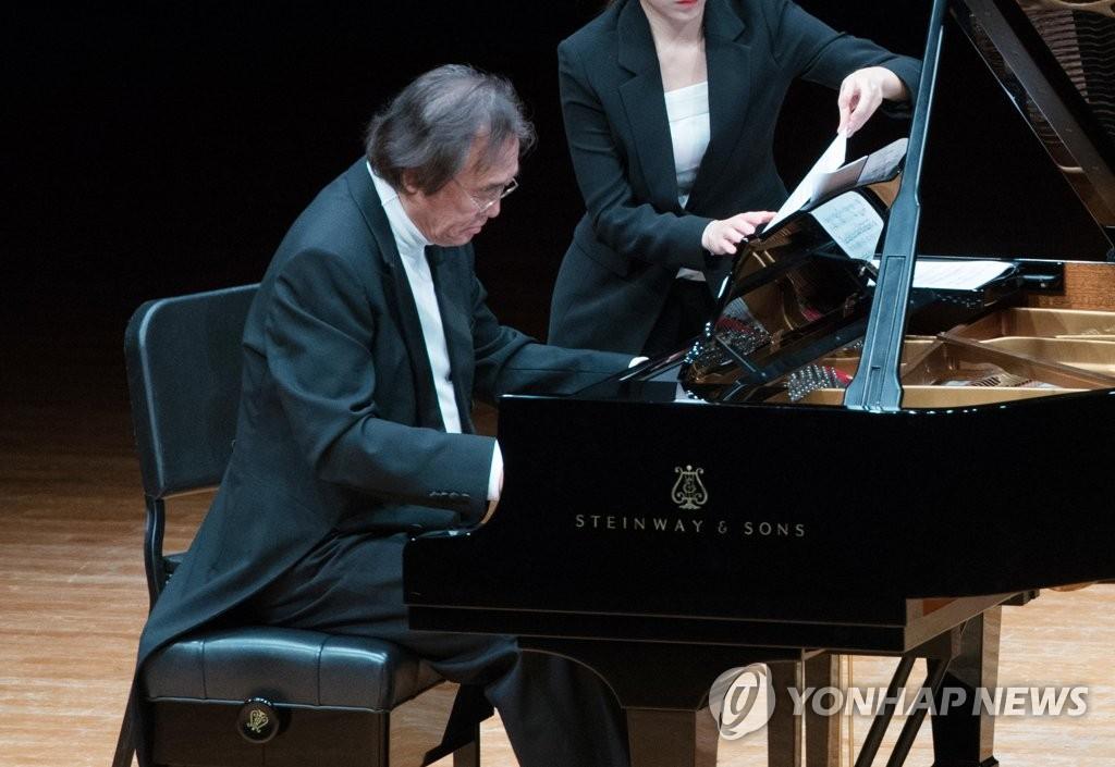 베토벤 피아노소나타 전곡 연주에 나선 백건우