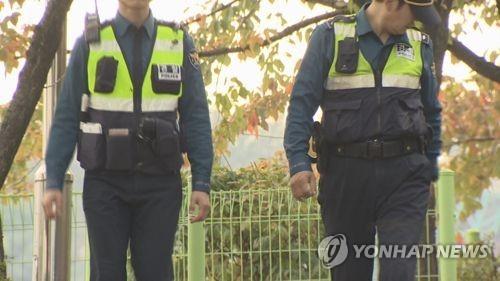 특정 부위 찍은 음란사진, 블로그에 올린 경찰관