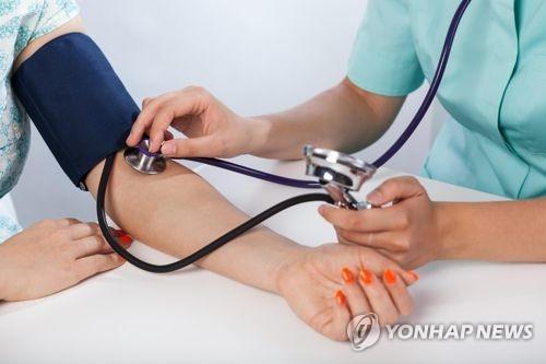 [건강이 최고] 실신 위험 '기립성저혈압'…폭염에 더 주의해야