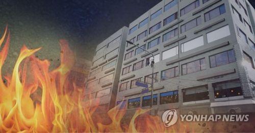 군산 한 아파트 5층서 불…8명 연기흡입