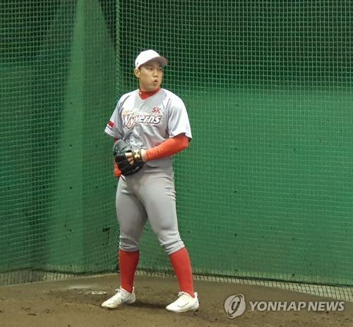 SK 강지광, 첫 1군 등판서 시속 155㎞…1이닝 2실점(종합)