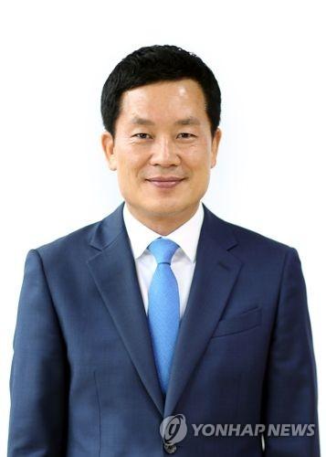 """[부끄러운 피서1번지]③ 홍순헌 해운대구청장 """"해운대 백사장 비운다""""(끝.."""