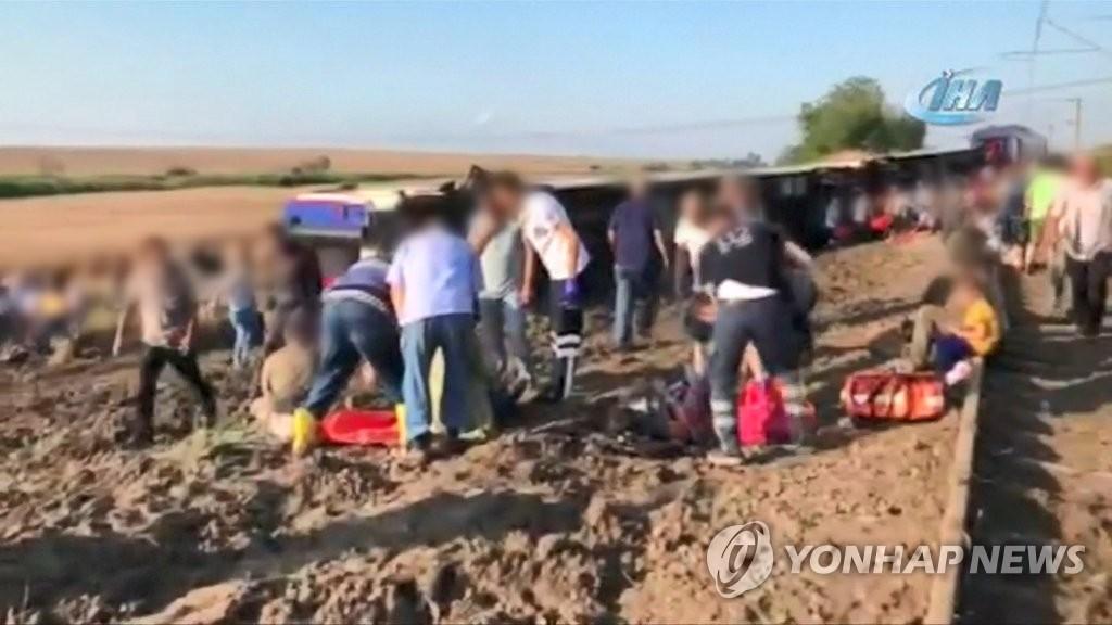 터키에서 열차 탈선사고