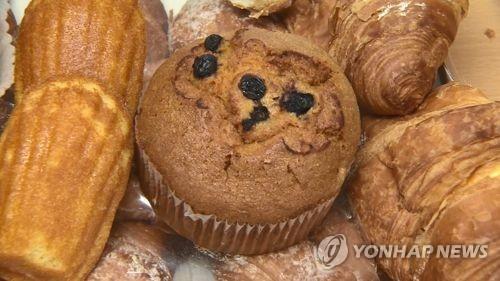 경로당에 수박·빵 제공한 춘천시의원 1심 당선무효형