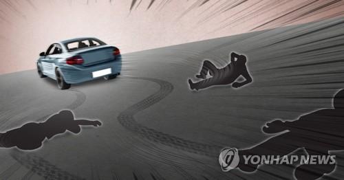 30대 경찰관 교통사고 수습 중 참변…1, 3, 5세 아들 두고 숨져(종..