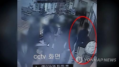 '곰탕집 성추행' 사건 CCTV 장면
