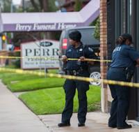 디트로이트 경찰은 지난 19일 밤 도심의 ′페리 장례식장′을 압수 수색한 결과, 태아 시신 63구를 찾아냈다고 밝혔다. 36구는 박스에서, 27구는 냉동고에 각각 보관된 상태였다.<br/>    태아 시신은 당국에 신고절차 없이 방부 처리된 것으로 알려졌다.