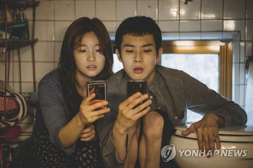 """'기생충' 똑닮은 최우식·박소담 """"기립박수에도 울 여유 없었죠"""""""