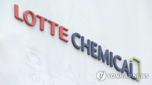 """롯데케미칼, 롯데첨단소재 합병 결정…""""화학사 시너지 발휘"""""""