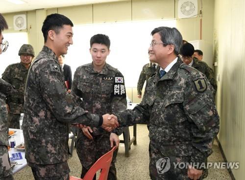 [게시판] 김명수 대법원장, 육군1사단 격려 방문