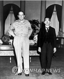 히로히토 일왕, 패전 7년 뒤 재군비·개헌 필요성 언급