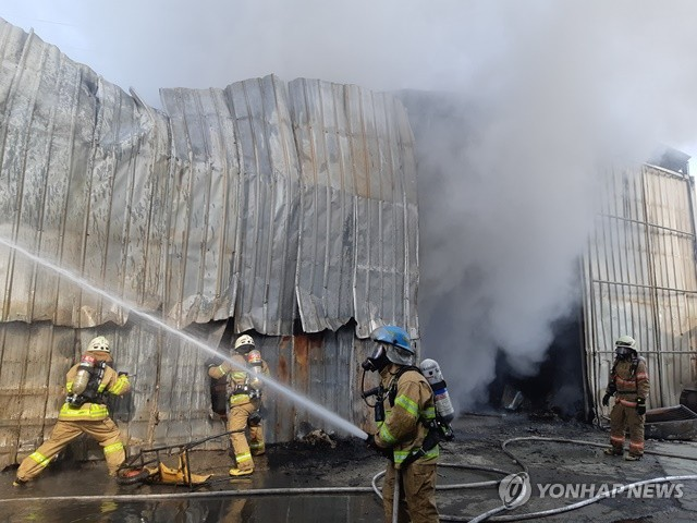 포천 섬유공장서 불…건물 1개 동 태워