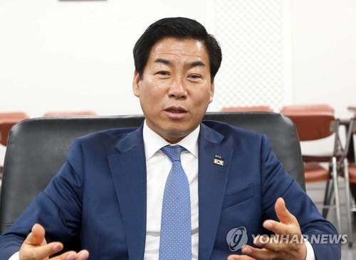 [인터뷰] 축구 A매치 잇단 유치…정정복 부산축구협회장