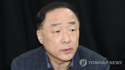 """홍남기 """"방역예산·예비비 신속하고 충분히 지원""""…원격긴급회의"""