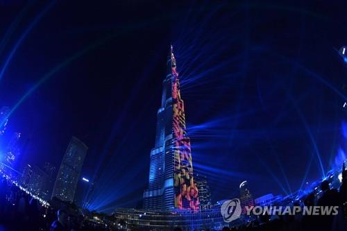 부르즈 칼리파의 새해맞이 레이저쇼 [AFP=연합뉴스]