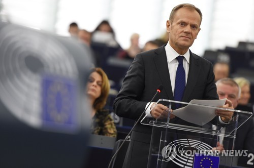 유럽의회에 출석한 투스크 EU정상회의 상임의장 [스트라스부르 AFP=연합뉴스]