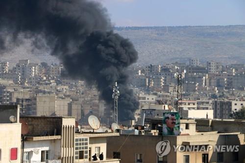 시리아 북서부 아프린에서 솟아 오르는 연기