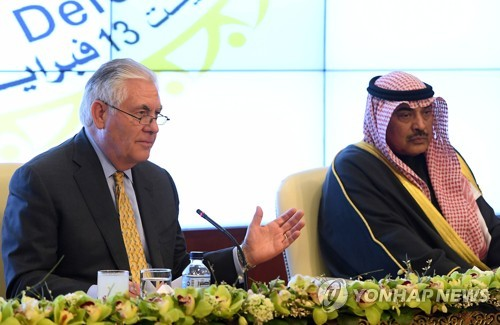 쿠웨이트 방문한 틸러슨 미국 국무장관(왼쪽)
