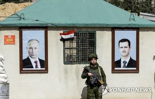 시리아 수도 다마스쿠스와 반군 지역 동구타 사이 검문소의 러시아군 헌병