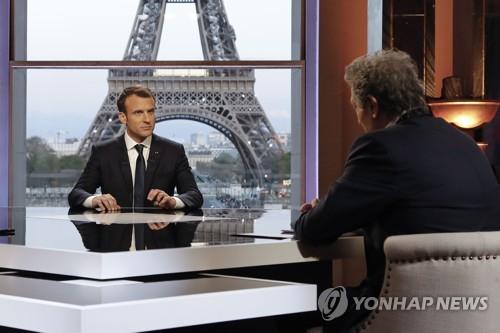 """프랑스 마크롱 """"시리아에 장기 주둔해야 한다고 트럼프에 확신 심어줬다"""""""
