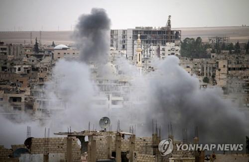 수도권 장악 아사드군 남쪽으로…시신사진 전단 뿌려 투항 압박