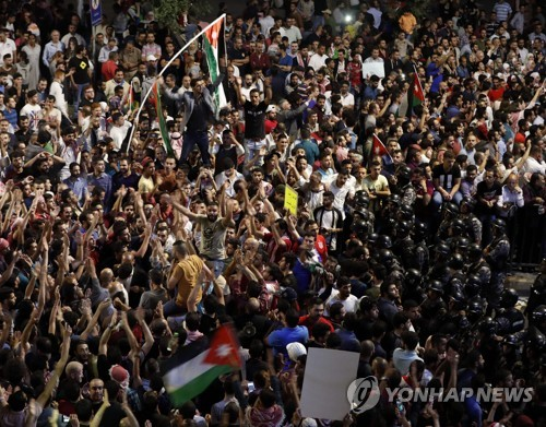 요르단서 소득세 인상 반대 시위