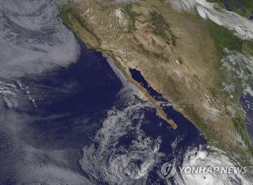 허리케인 '버드' 3등급으로 세력 약화…멕시코 서부 해상서 북상