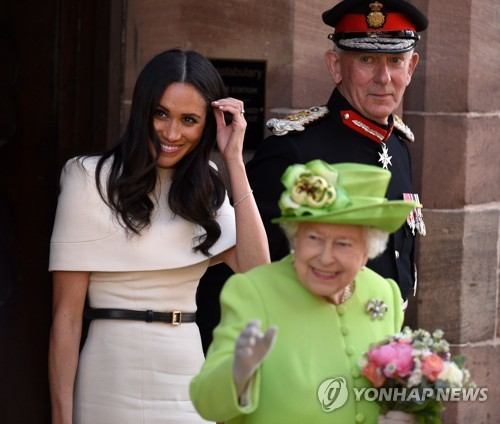 영국 마클 왕자비, 남편 없이 여왕과 첫 공식업무