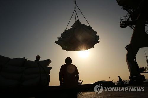"""""""미중 무역전쟁으로 성장률 하락""""…양국 실물경제에 '직격탄'"""