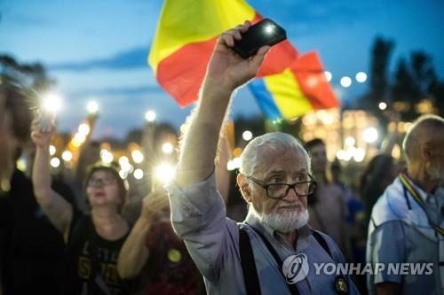 루마니아 최고실세 부패혐의로 징역형…수도서 반부패 시위