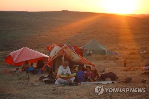 요르단 국경 앞에서 천막 생활을 하는 시리아 피란민