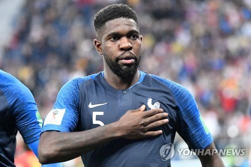 [월드컵] '창의 대결'에서 우뚝 솟아 프랑스 결승 보낸 움티티