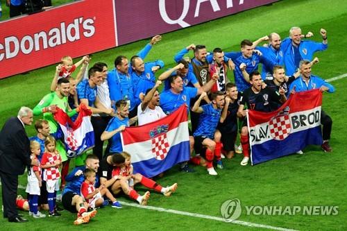 승리를 자축하는 크로아티아 선수단. [AFP=연합뉴스]