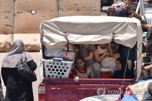 반군의 항복 후 집으로 돌아가는 시리아 남서부 다라 피란민