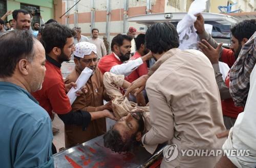 파키스탄 유세 현장서 자폭테러…80여명 사망