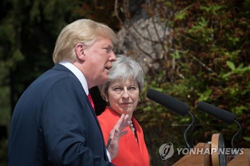 기자회견 중인 트럼프 미국 대통령과 메이 영국 총리 [AFP=연합뉴스]