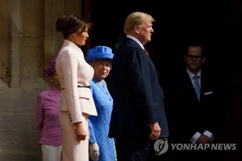 윈저 성에서 영국 여왕을 만난 트럼프 대통령 부부 [AFP=연합뉴스]