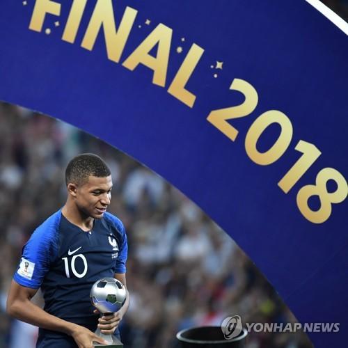 [월드컵] 무패 우승 프랑스, 튼튼한 수비·빠른 역습…'네오 아트사커'