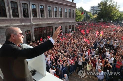 """터키 수사당국 """"경제공격 강력대응…리라 폭락 조장한 SNS 수사"""""""