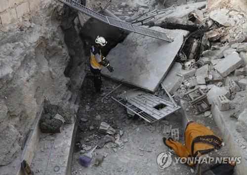 시리아군 포격으로 파괴된 이들립주 남쪽 알타마나 구역