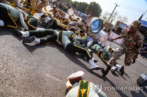 """푸틴 """"이란 軍퍼레이드 총격에 충격…대테러전 후퇴 없어야"""""""