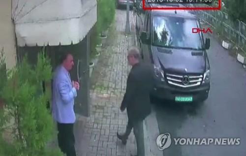 이스탄불 소재 사우디 총영사관으로 들어간 후 실종된 언론인(오른쪽)