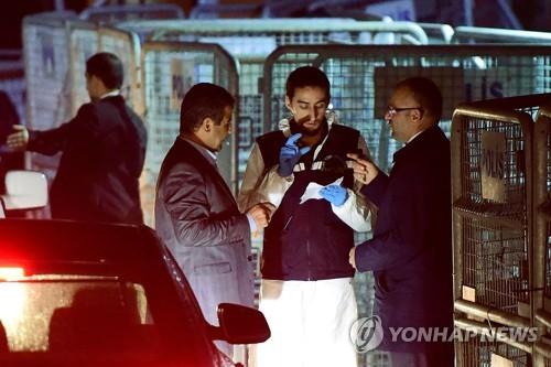 카슈끄지 피살 현장인 사우디 총영사관 수색하는 터키 경찰