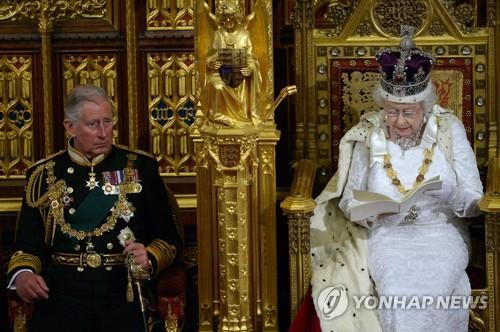 영국 엘리자베스 2세 여왕과 찰스 왕세자 [AFP=연합뉴스]