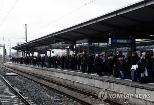 獨철도 임금협상 결렬로 오전 단기 파업…열차운행 대거 취소