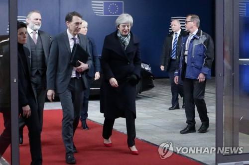 英 메이, EU 투스크 의장 만나 브렉시트 합의문 재협상 타진
